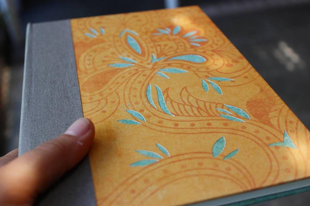 Cuaderno Calado  Pedí el tuyo con la combinación de colores que quieras!! #encuadernacion #bookbinding #calado #papel by latramadeco