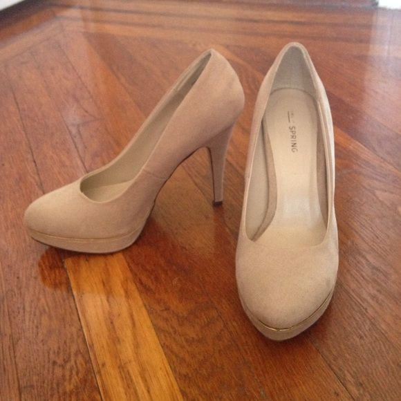 Beige suede pumps with gold accent. Good condition, never worn. Traction adhesive on the sole. Small, light scuff mark on the inner side of the left shoe. Not visible from the front Call It Spring Shoes Heels