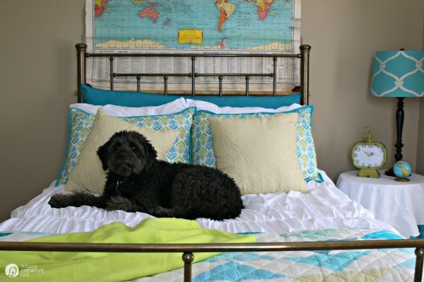 10 Guest Room Essentials And Tips Guest Room Essentials Home Decor Online Boys Bedroom Makeover