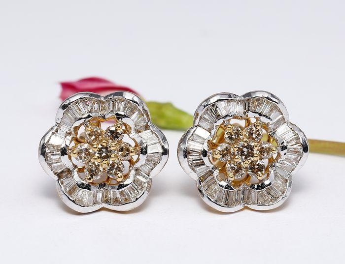 Gouden diamanten oorbellen studs in 14 kt hallmarked geel goud -  NO RESERVE   EUR 96.00  Meer informatie