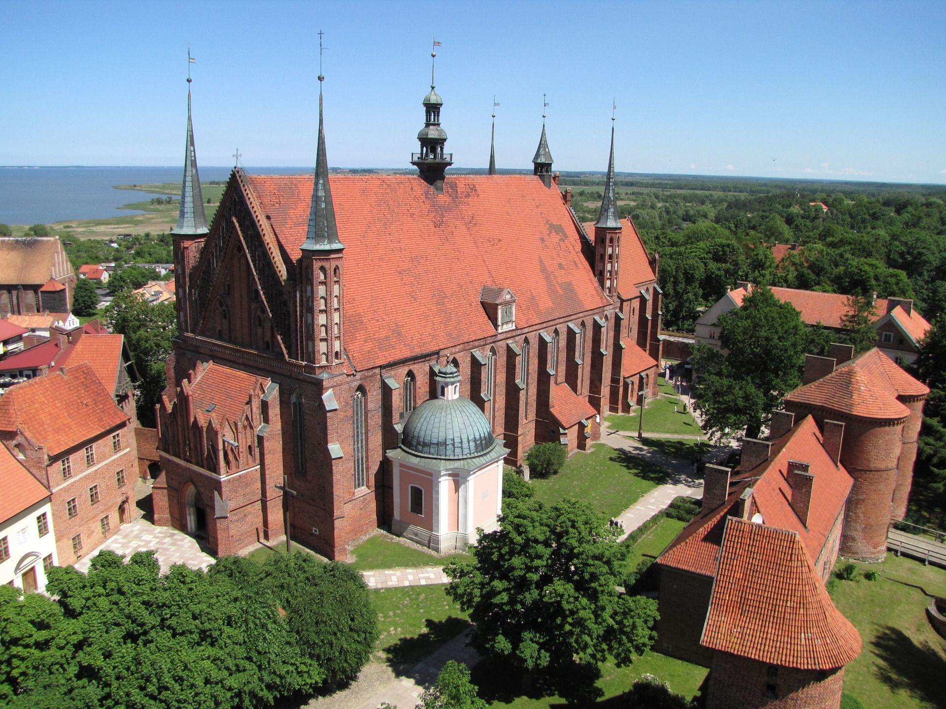 Katedra we Fromborku przy kt³rej Kopernik był kanonikiem We Fromborku z kr³tkimi przerwami mieszkał