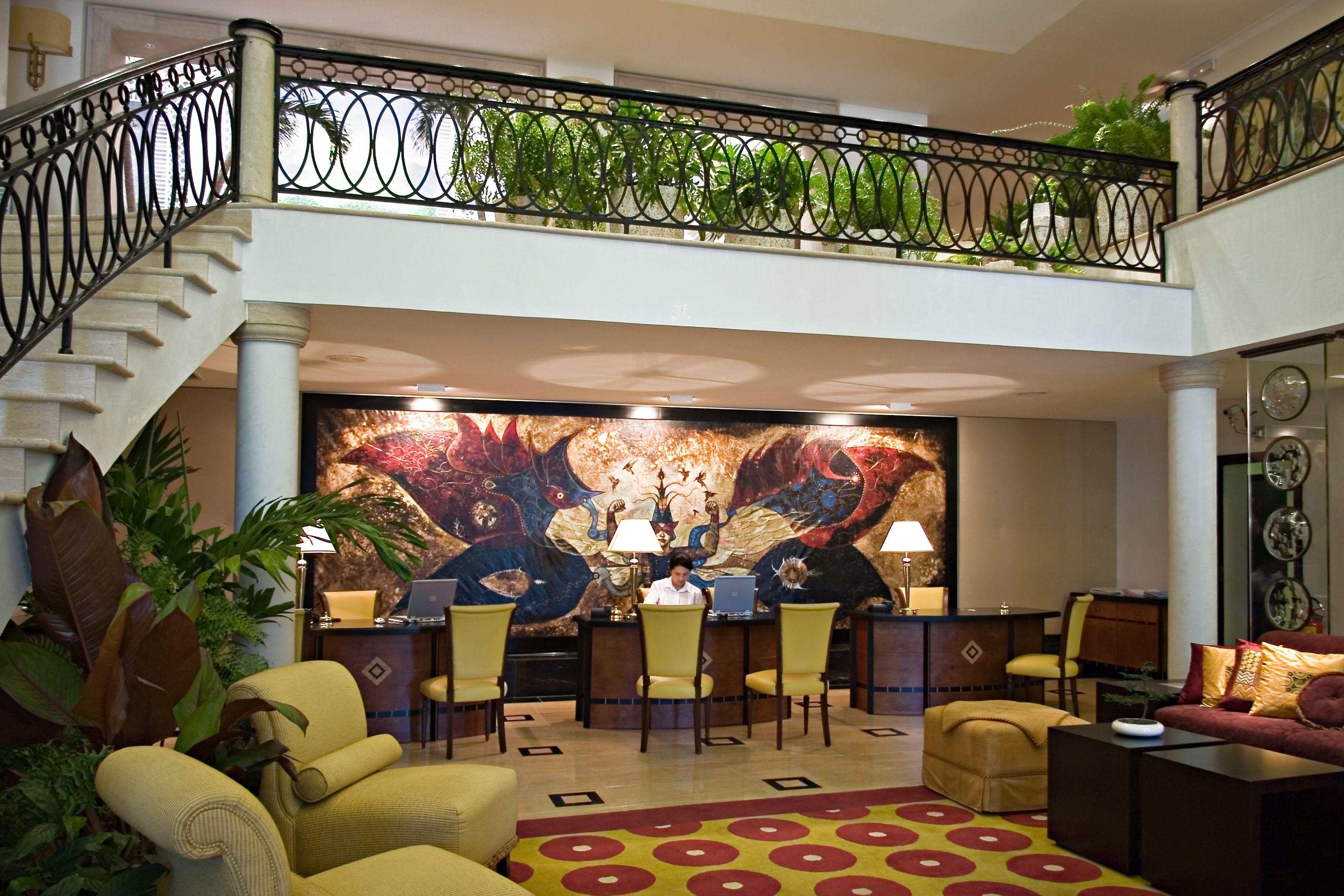 Hotel Saratoga Recepcion C Arquitectura De Interiores Escalera De Marmol Marble Stairway Cuban Art Area Rug Receptio Interior Interior Design Design