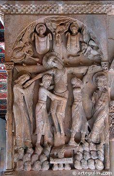 Descendimiento De La Cruz Monasterio De Silos Es De Resaltar Algunos Detalles Como La Luna Y El Sol Tapados Con Velos Medieval Art Romanesque Art Crucifix Art