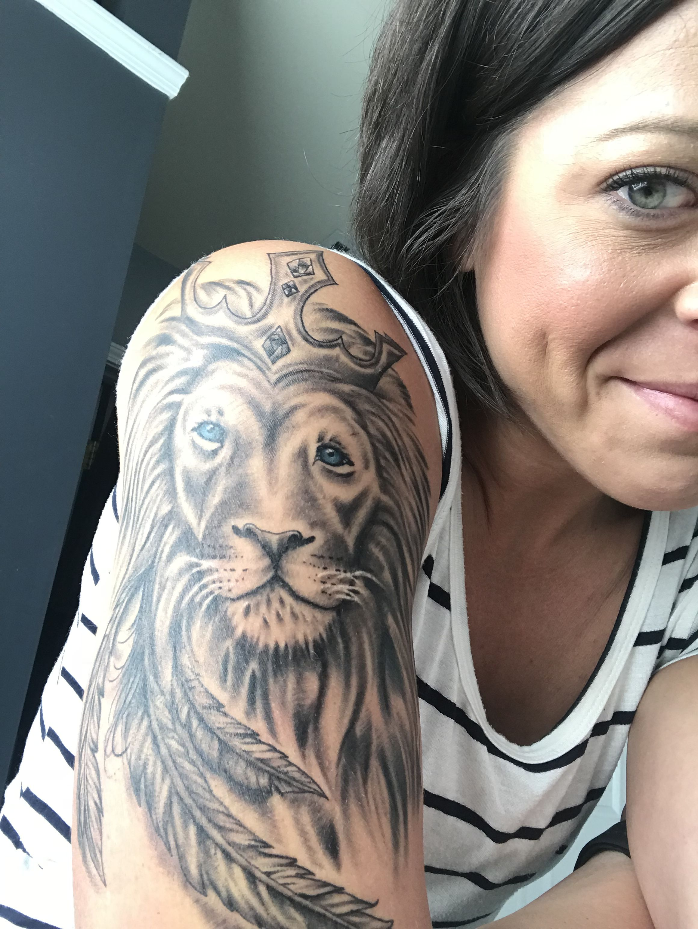 Lion Of Judah Tattoo Our God Is A Lion The Lion Of Judah Che S Roaring With Power And Fighting Our Battles Who Can Stop Be Still Tattoo Tattoos Lion Of Judah