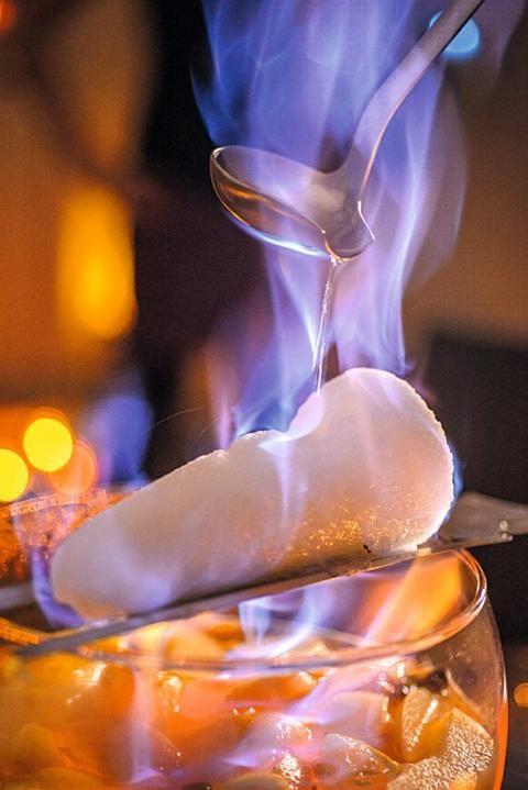 Weiße Feuerzangenbowle | Rezept in 2019 | C * Alkoholische