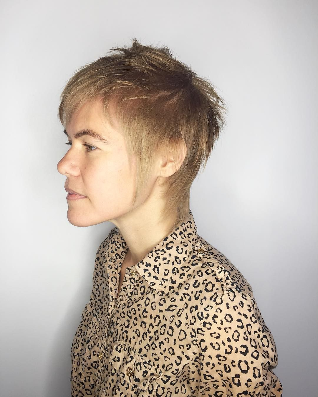 see tips to get this modern shaggy mullet with blonde color