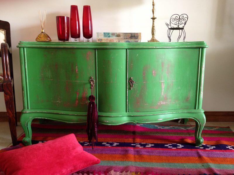 Mueble frances bajo verde decapado en fucsia muebles for Muebles franceses