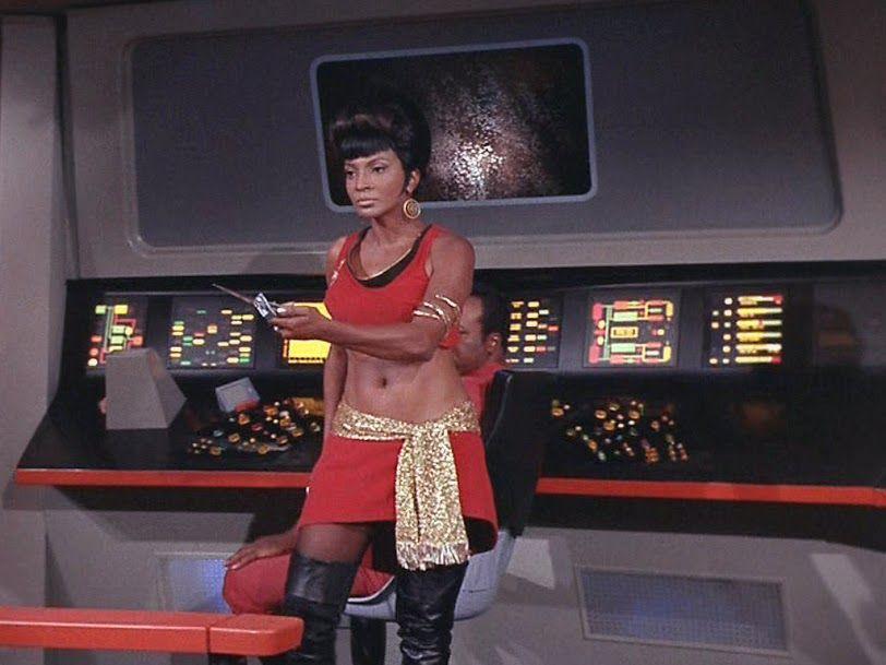 Lt. Uhura (Nichelle Nichols) - Star Trek: The Original Series S02E04: