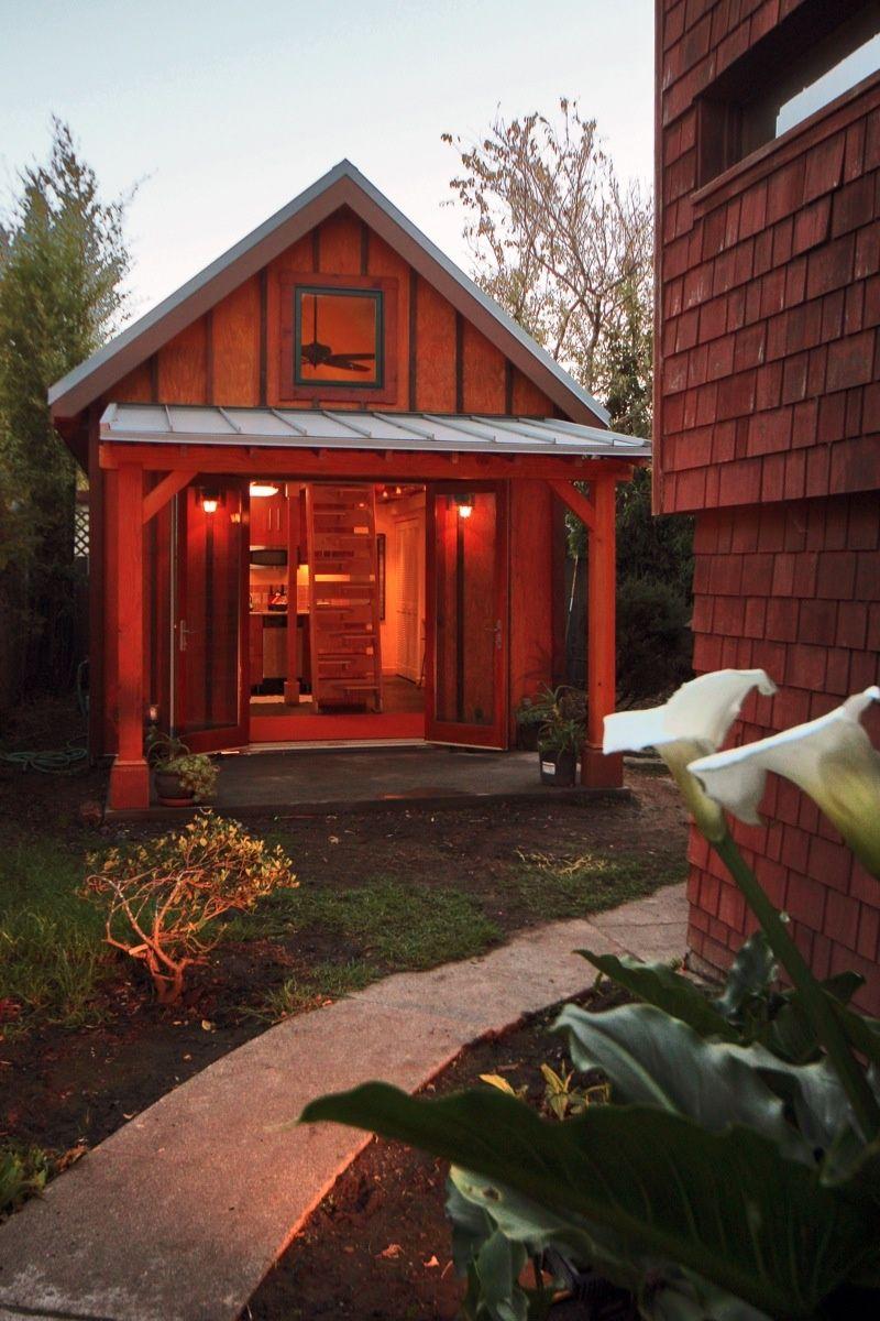 Karen's backyard cottage | Backyard cabin, Small house bliss
