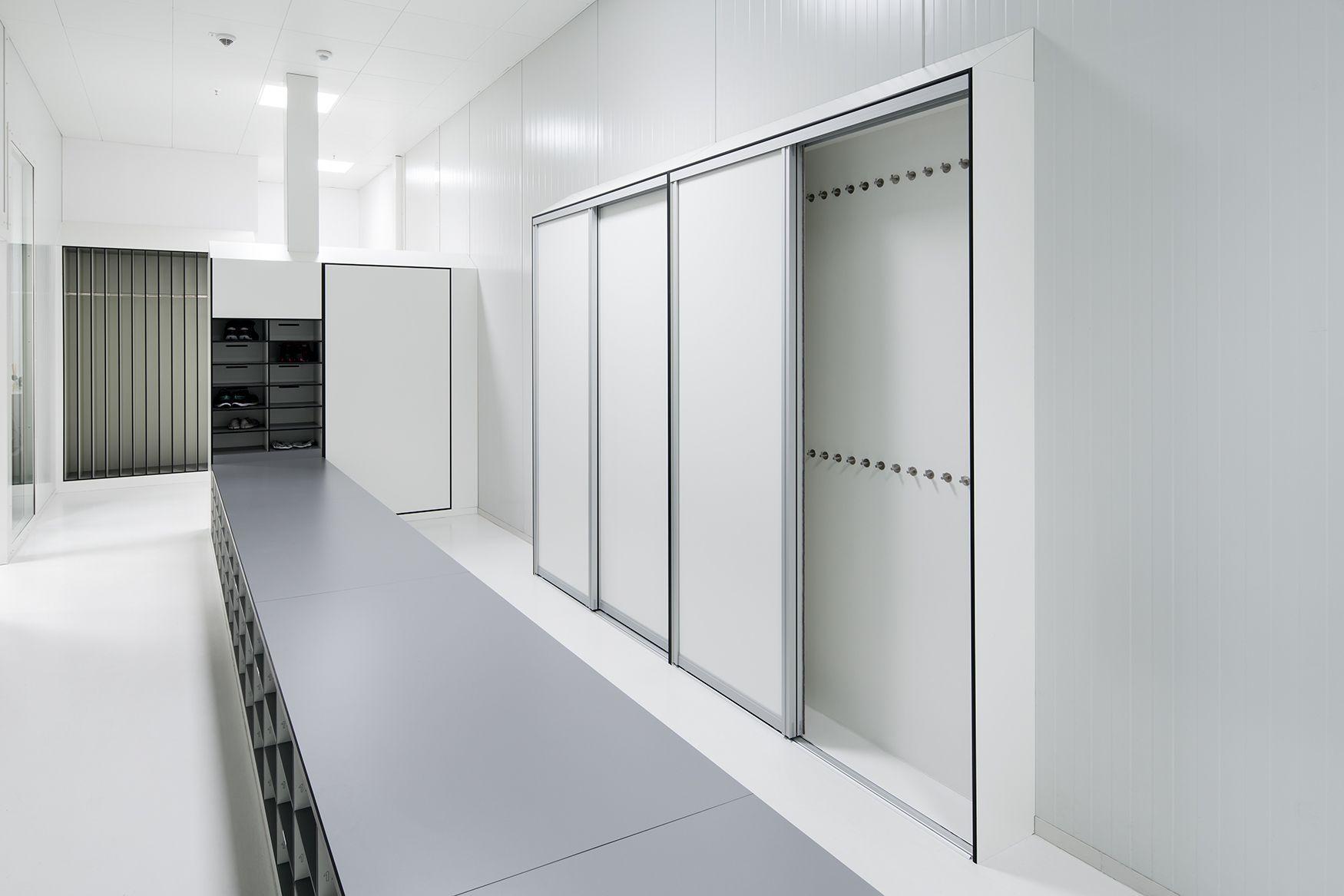 Ubersetzbank In Einer Personalschleuse Im Sauberraum