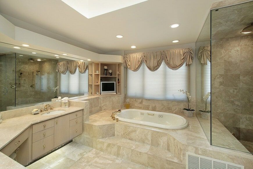 50 Beautifully Lit Bathrooms With Skylights (PICTURES)