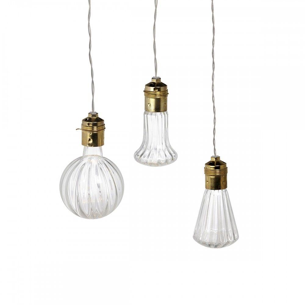 nackte Glühbirnen: http://www.merci-merci.com/en/design/lighting/ceiling-lights.html.