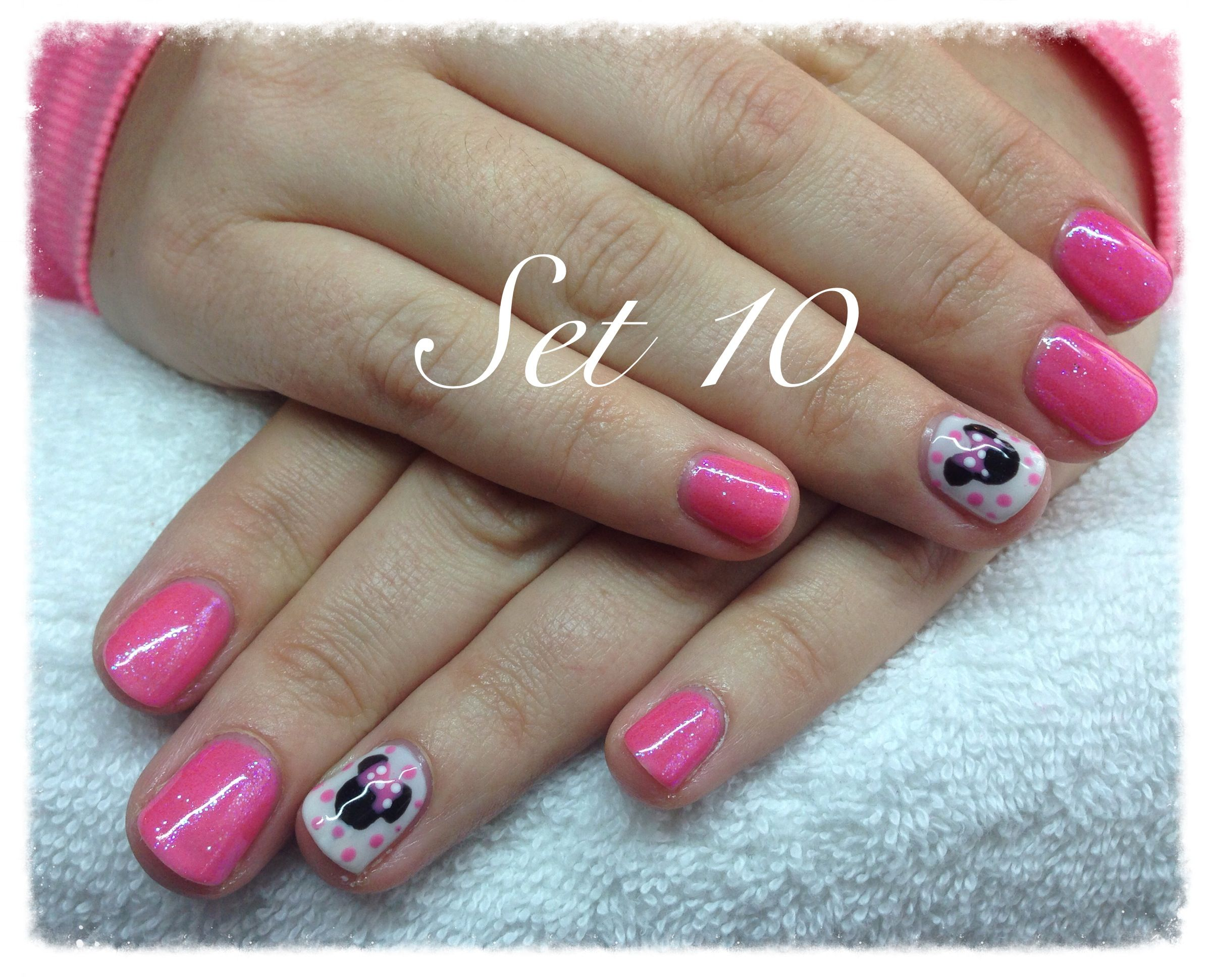 Minnie Mouse nails in gotcha with hot pink glitter | Nails ...