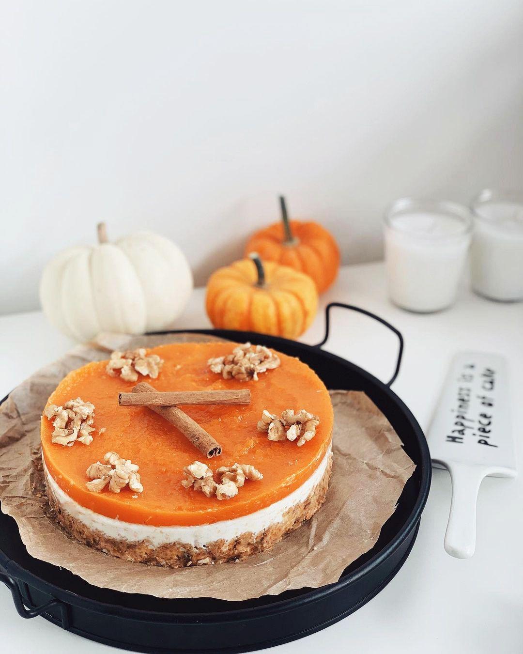 چیز کیک کدو حلوایی یکی از دسر های خوشمزه و جذاب می باشد که می توانید در دورهمی و تولد ها و مرا Pumpkin Cheesecake Recipes Cheesecake Recipes Pumpkin Cheesecake