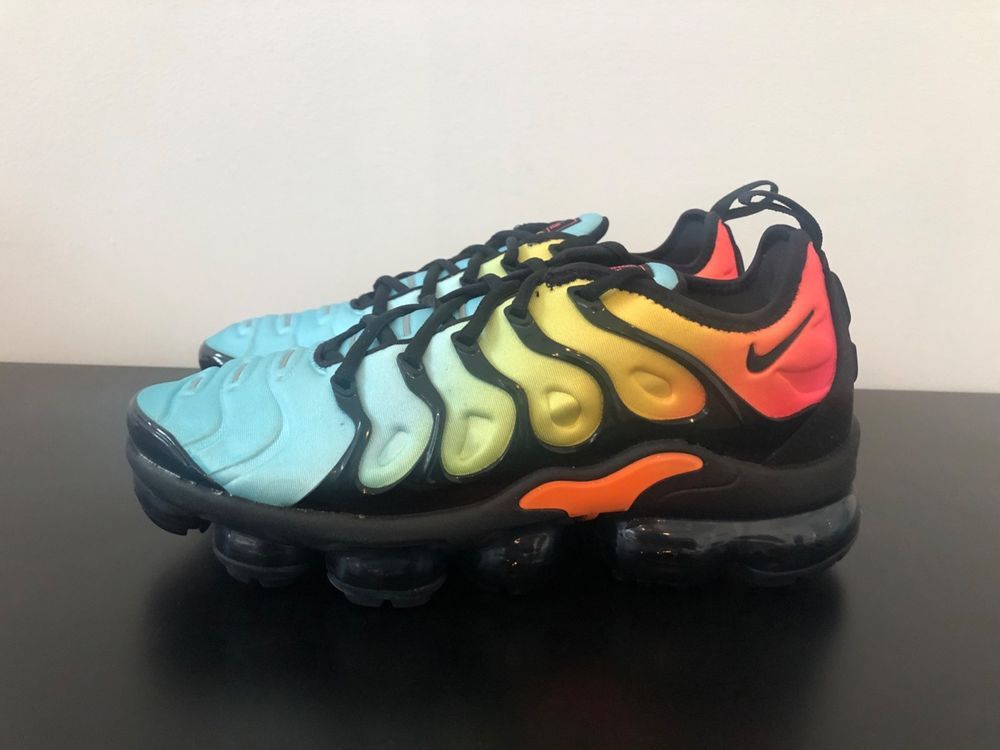 5219f40ae5b65 NIKE AIR VAPORMAX PLUS TROPICAL SUNSET BLACK BLEACHED Multicolor ...