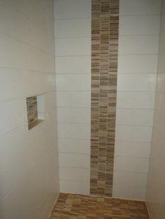 Schon Ablage In Der Dusche Und Bordüre Aus Mosaik In Holzoptik