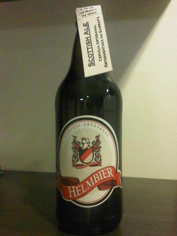 Cerveja HelmBier Scottish Ale, estilo Strong Scotch Ale, produzida por  Cervejaria Caseira, Brasil. 6.3% ABV de álcool.