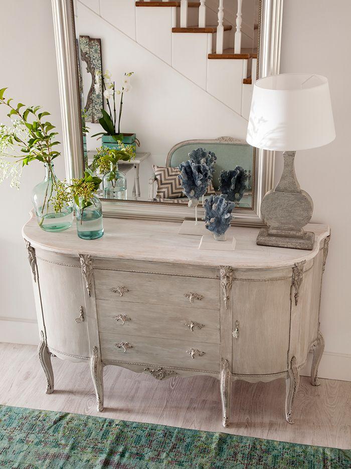 Para los rom nticos entradas pasillos muebles vintage for Muebles romanticos blancos