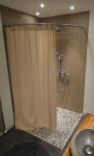 paroi de douche italienne d 39 angle avec tringle et rideau de douche en lin galbobain sdb. Black Bedroom Furniture Sets. Home Design Ideas