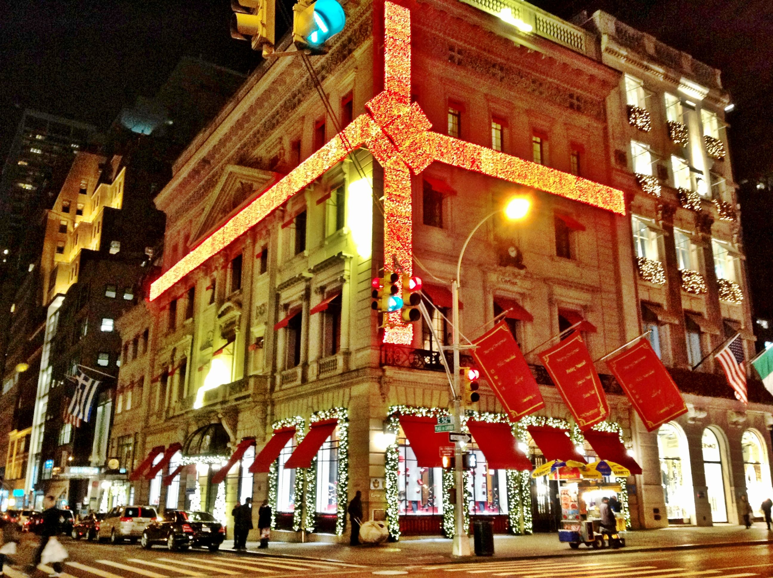 5th Ave. Christmas Time In NYC | New York City at Christmas ...
