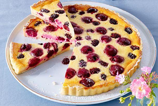Kirsch-Brombeer-Pudding-Tarte Rezept | LECKER