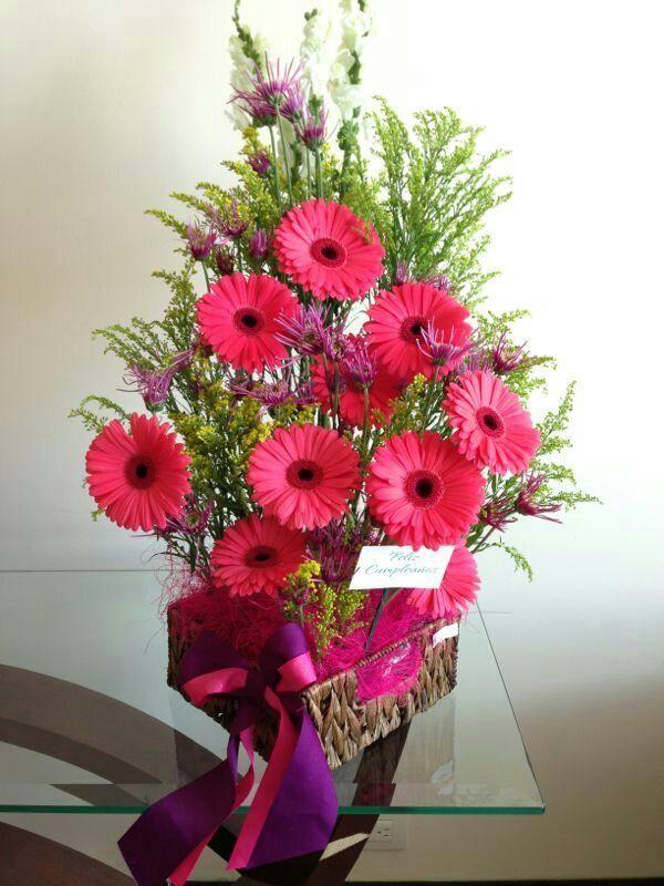 Diseño Floral Gerberas Rosas Y Margaritas Arreglos
