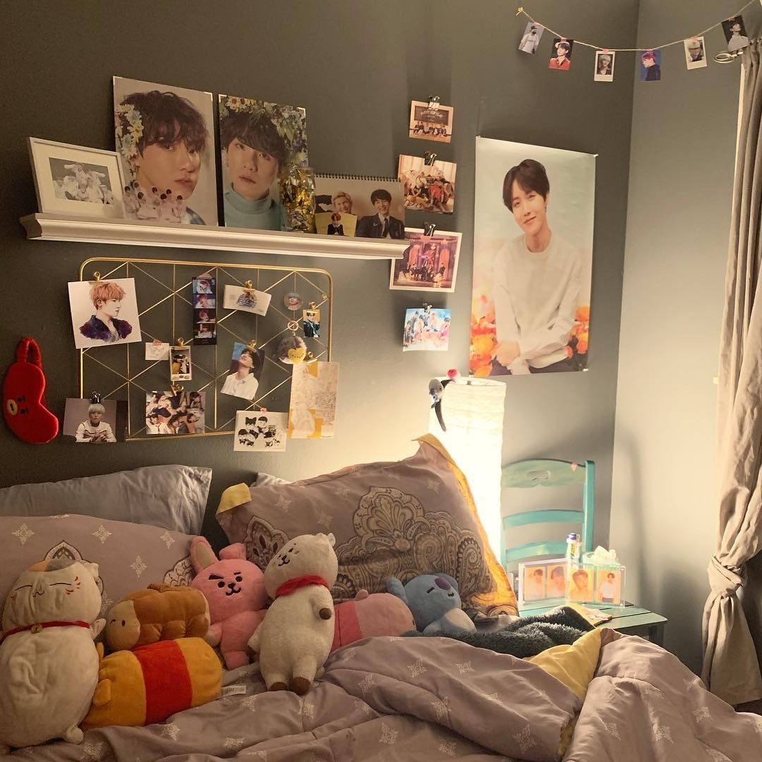Image by Spicy Tofu on Kpop Room Decor Inspo | Army room ... on Room Decor Bts id=27525
