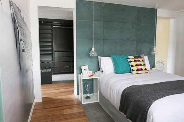 Vestidor detras cama archives uxban habitacion for Master bedroom dressing room ideas