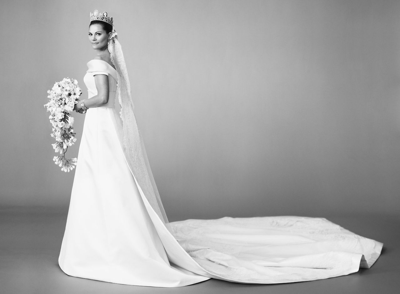 Wedding gown nr 2 crown princess victoria 39 s of sweden for Swedish wedding dress designer