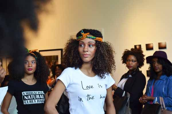 """Love is in the hair"" T-shirt. Created by www.myblackhair.nl"