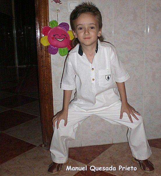 Manuel Quesada Prieto. Desde los dos añitos ha estado luchando con un neuroblastoma suprarrenal con metástasis en la médula ósea. Lo ha superado y nos ha dado fuerza a toda la familia. Actualmente tiene 8 años y es super feliz.Teo Prieto Esquina