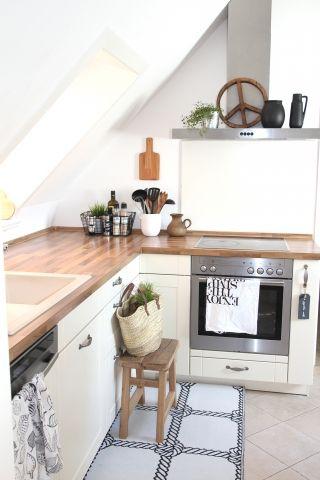 kleine Küche unterm Dach | Cucina | Küche dachschräge, Kleine küche ...