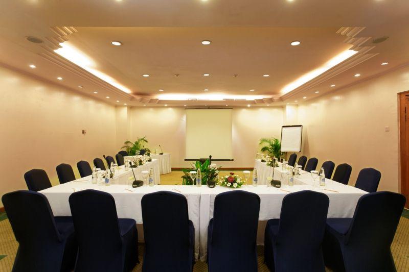 sahadewa meeting room at kuta paradiso hotel bali site ceilling seating arrangement and capacity u shape style 25 class room 30 workshop 25 - U Shape Hotel Decoration