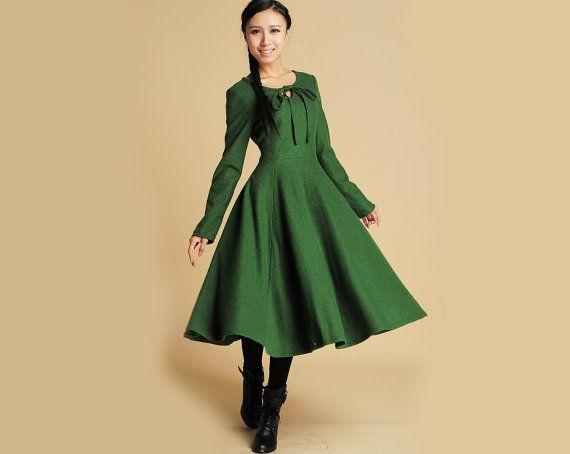 363a4110490 Robe en laine maxi verte avec détail de trou de par xiaolizi ...