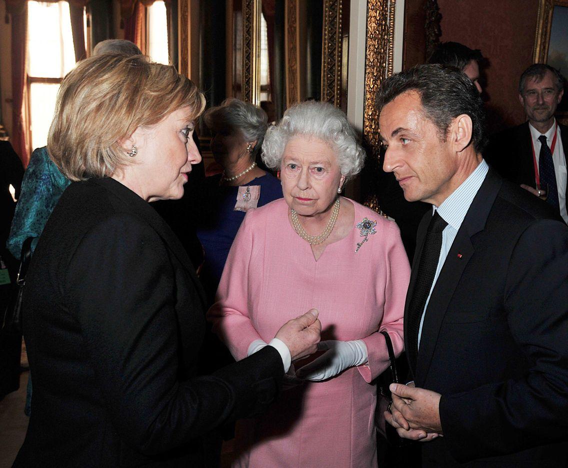 Hillary Clinton meeting Queen Elizabeth | Музыка, Кино | Pinterest ...