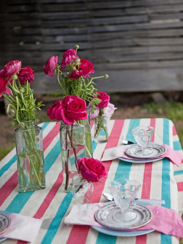 3 Stylish Summer Table Setting Ideas #hgtv #outdoors #tablescape