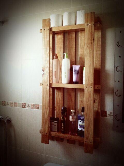 Estanteria para ba os hechas con palets reciclados for Estanteria madera bano