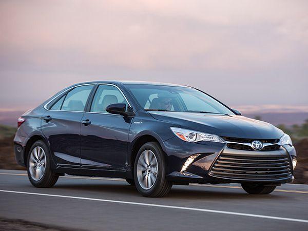 10 Best Hybrid Cars Under 30 000 Kelley Blue Book Best Hybrid Cars Toyota Hybrid Hybrid Car