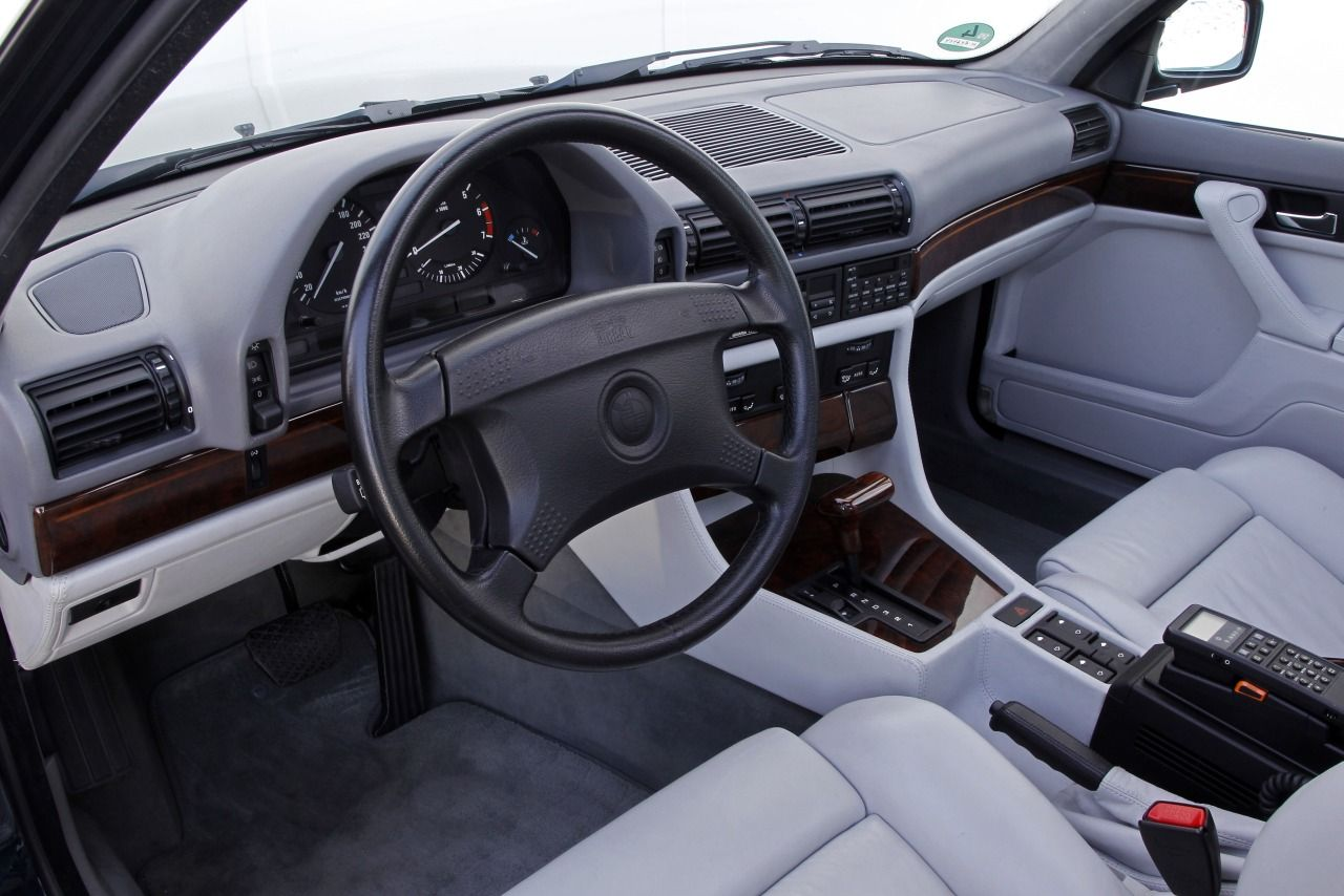 E32 BMW 750i Dashboard
