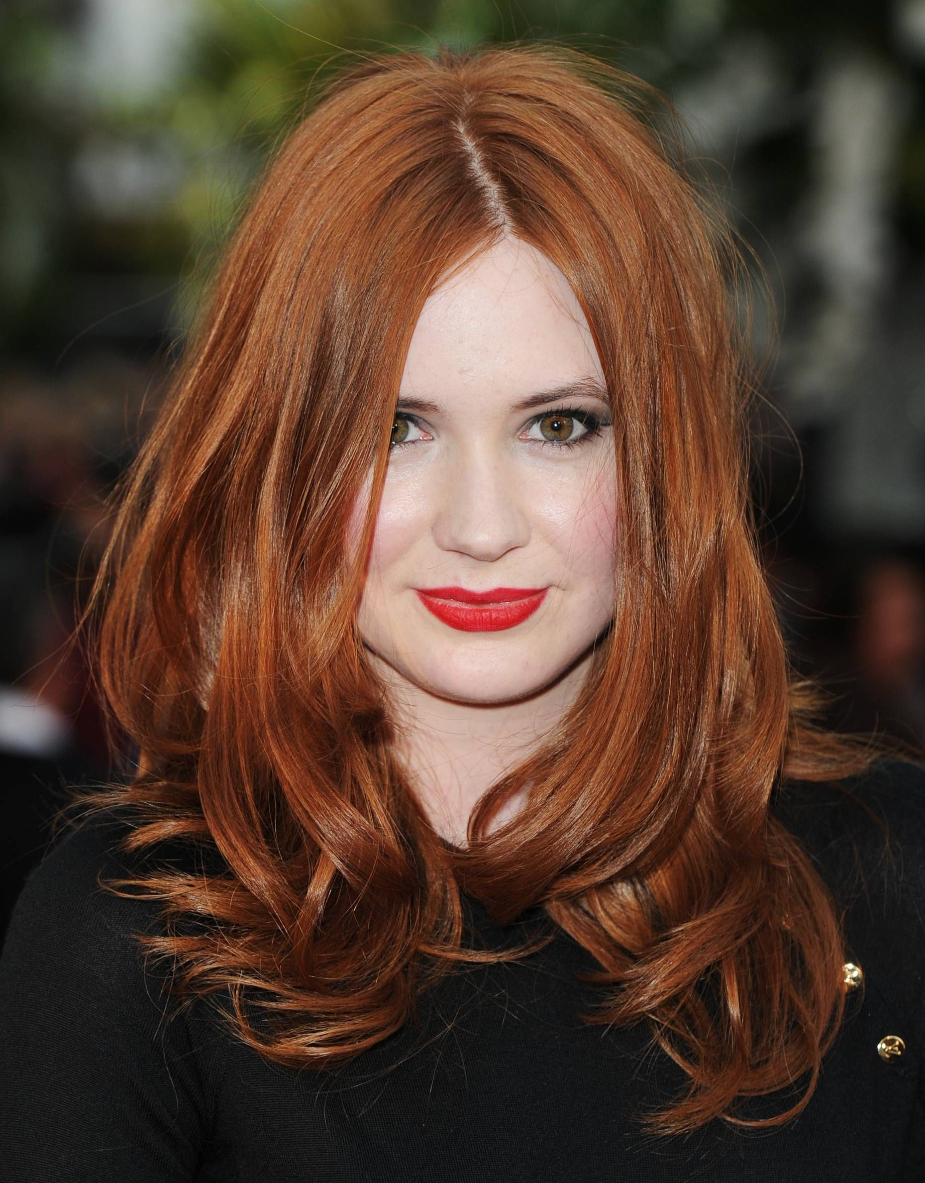 Beauty And Skincare Karen Gillan Dark Auburn Hair
