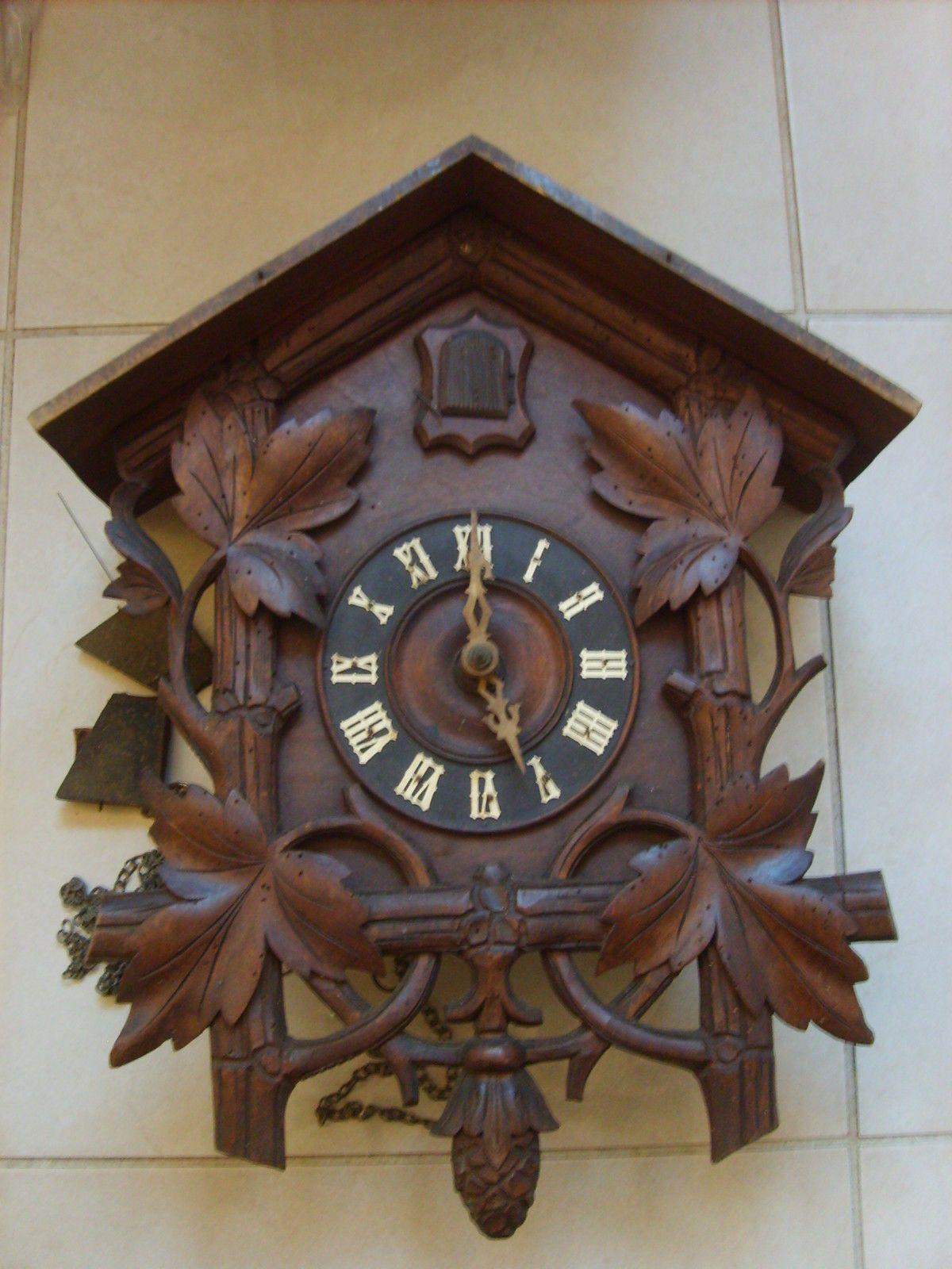 ancienne grande pendule horloge mural coucou m canique bois d co chalet montagne coucous. Black Bedroom Furniture Sets. Home Design Ideas