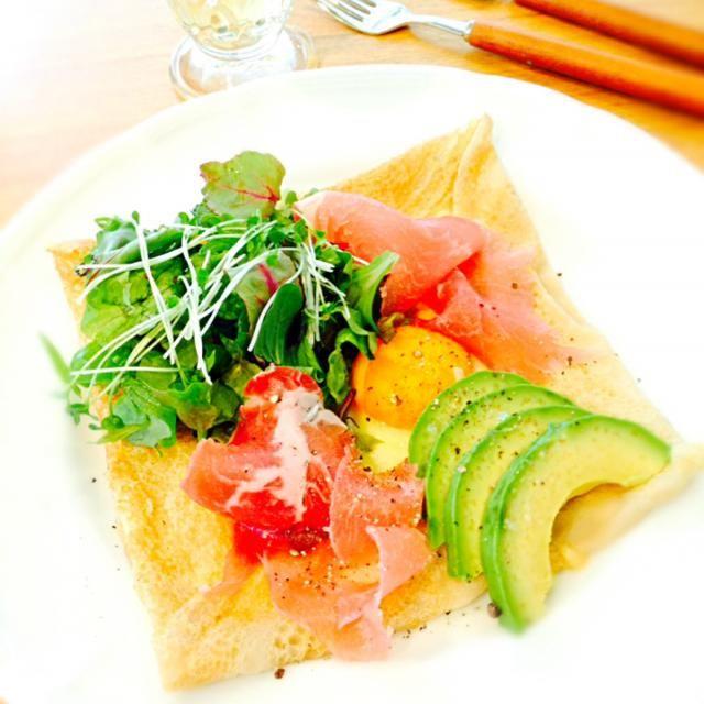 そば粉のお食事クレープです♪ たまごとチーズ、生ハム、野菜入りで満足満足♡ - 85件のもぐもぐ - ガレット コンプレ by rantyan