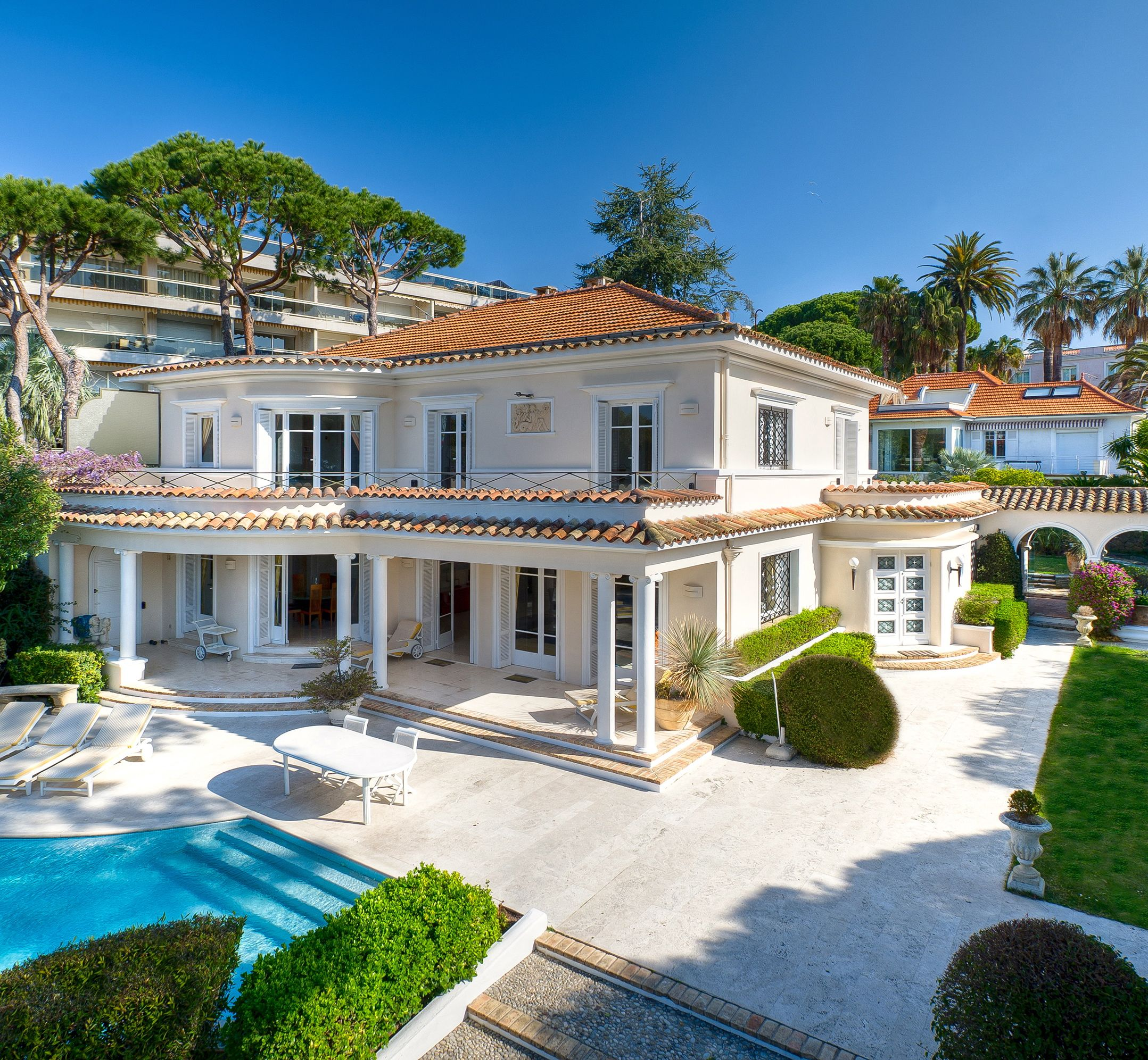 Luxury Beach Homes: Magnificent Beach Front Villa In Cap D'Antibes (French