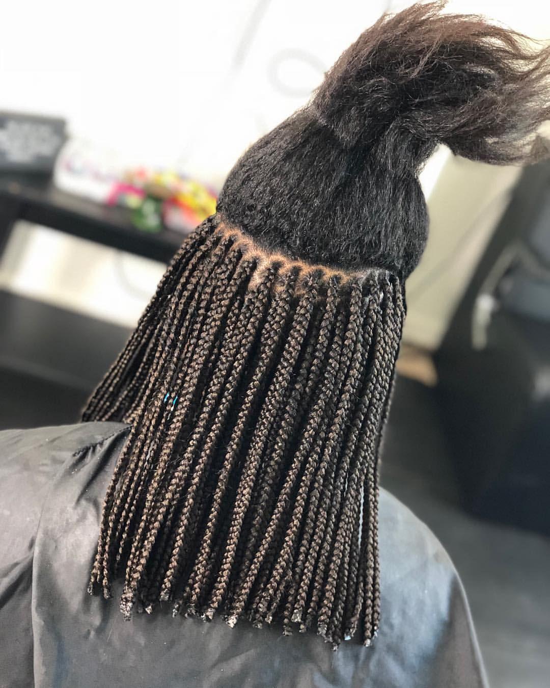 Pin By Naomy On Braids Twists Locs Box Braids Bob Box Braids Hairstyles Short Box Braids