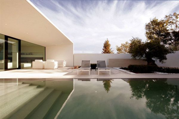 Jesolo Lido Pool Villa-JM Architecture-20-1 Kindesign