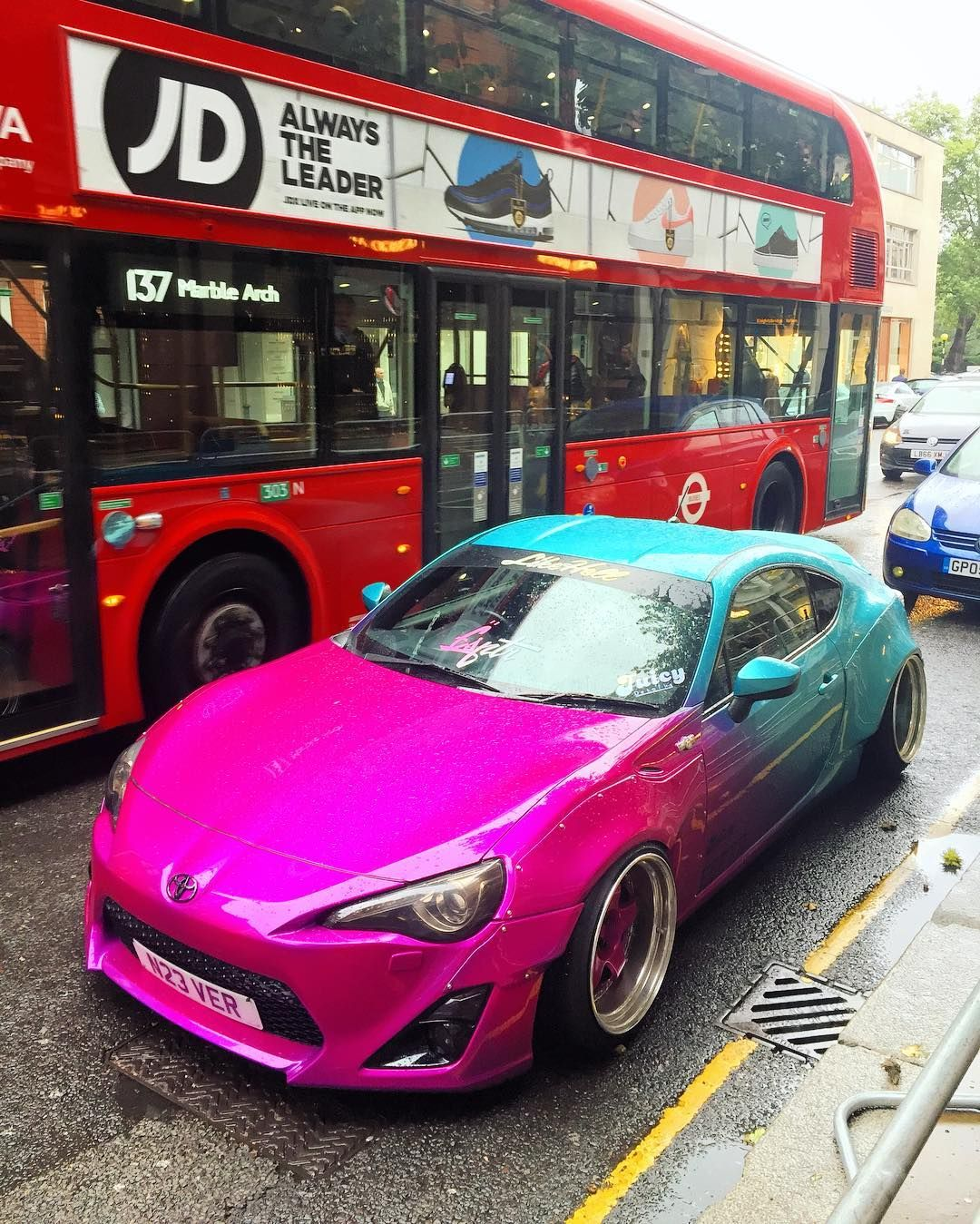 Popped Into London For Another Sloane Street Shutdown And Found This Rocket Bunny Gt86 Toyota Toyotagt86 Rocketbunny London Super Cars Toyota Gt86 Toyota 86