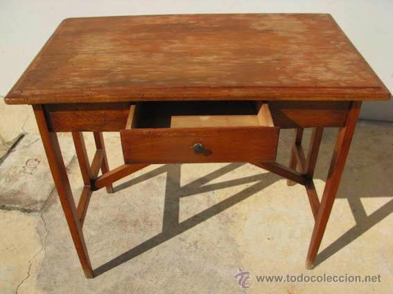 Mesa ausiliar de madera, 45 €