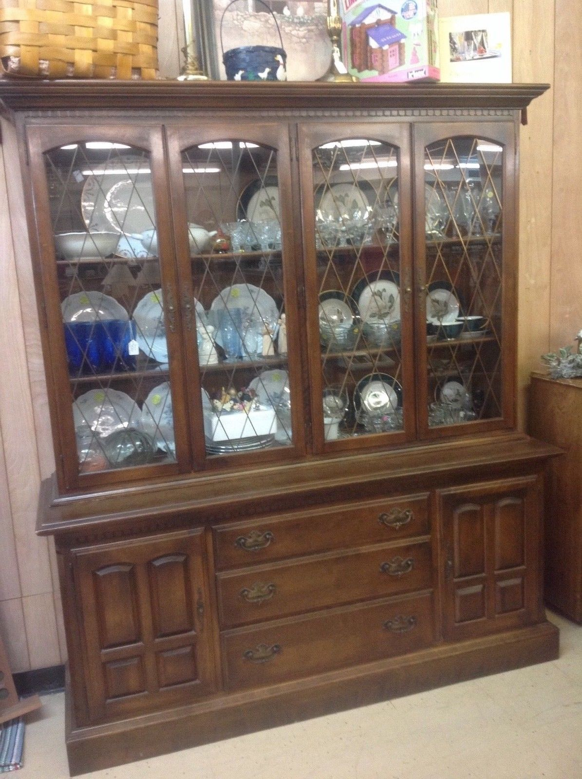 ETHAN ALLEN CHINA CABINET