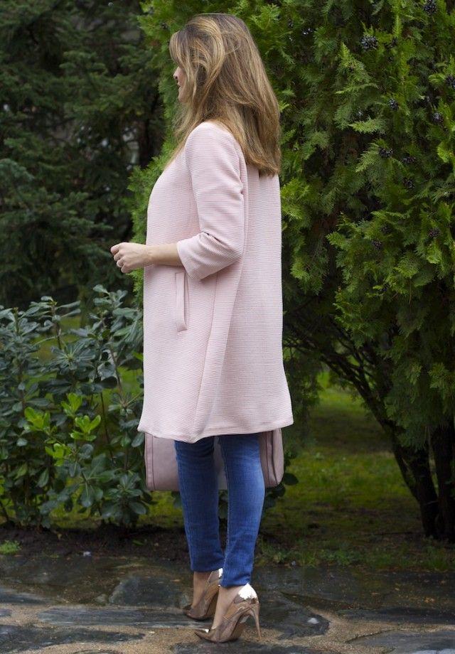 Abrigo rosa, jeans de Zara y blusa Oh My Looks 7