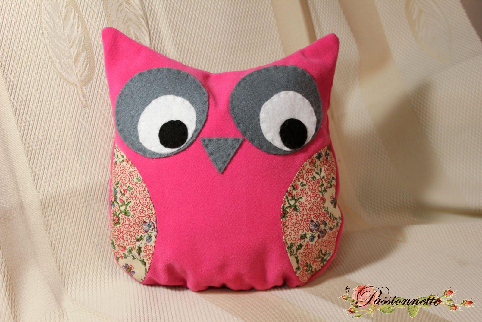 petit coussin chouette hibou en tissu rose et feutrine pour les yeux couture pinterest. Black Bedroom Furniture Sets. Home Design Ideas